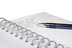 Die Informationen in einem Notizbuch. Stockfoto