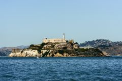 Die Insel und das Alcatraz-Gefängnis von Pier 39 in San Francisco stockfotos