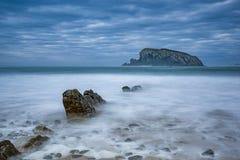 Die Insel vom Strand stockbild
