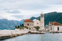 Die Insel von Gospa Od Skrpjela, Kotor-Bucht, Montenegro stockfotos