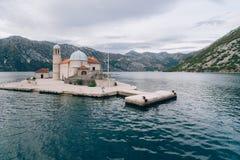 Die Insel von Gospa Od Skrpjela, Kotor-Bucht, Montenegro Lufts Stockbilder