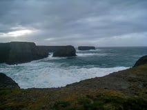 Die Inseln und die Landspitzen nahe Schleifen-Kopf, Irland lizenzfreie stockbilder