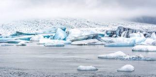 Die isländische Ringstraße, die herum das ganze Programm durchzieht Lizenzfreie Stockbilder