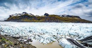 Die isländische Ringstraße, die herum das ganze Programm durchzieht Stockfotos