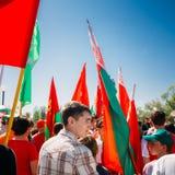 Die Jugend von der patriotischen Partei Brsm hält Flaggen an Stockfotografie