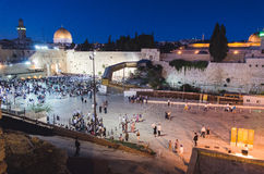 25 die juli 2016, mensen zich bij de Loeiende Muur in Jerusale verzamelen Stock Fotografie