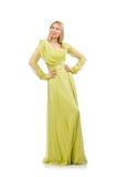 Die junge Frau im eleganten Kleid des langen Grüns lokalisiert auf Weiß lizenzfreie stockfotografie