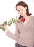 Die junge Frau mit einer Blume Stockbild
