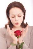 Die junge Frau mit einer Blume Lizenzfreie Stockfotos
