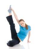 Die junge Frau, welche die Übung getrennt auf einem Weiß tut Stockbilder