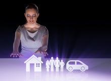 Die junge Geschäftsfrau im Versicherungskonzept Lizenzfreies Stockbild