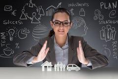 Die junge Geschäftsfrau im Versicherungskonzept Stockbilder