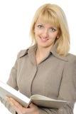 Die junge Geschäftsfrau mit dem Buch auf einem Weiß Lizenzfreies Stockfoto