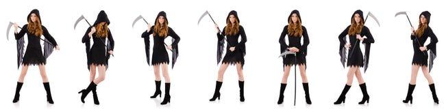 Die junge Hexe mit der Sense lokalisiert auf Weiß lizenzfreie stockfotografie