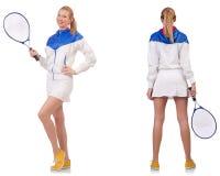 Die junge schöne Dame, die das Tennis lokalisiert auf Weiß spielt stockfotografie