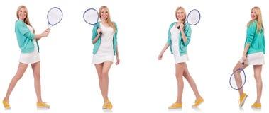 Die junge schöne Dame, die das Tennis lokalisiert auf Weiß spielt stockbild