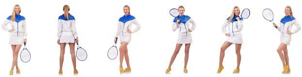 Die junge sch?ne Dame, die das Tennis lokalisiert auf Wei? spielt lizenzfreie stockfotografie