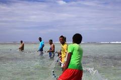 Die jungen Männer für die Fischerei in Mauritius Stockfoto