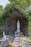 Die Jungfrau- Mariagrotte in der heiligen Querkathedrale Lagos Nigeria stockfotos