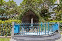 Die Jungfrau- Mariagrotte in der heiligen Querkathedrale Lagos Nigeria lizenzfreie stockfotografie