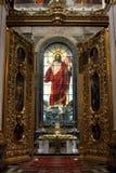Die königlichen Türen und bunte das Buntglasfenster Lizenzfreie Stockfotos