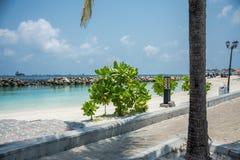 Die Küste der Stadt des Mannes maldives ferien Weißer Sand Lizenzfreie Stockfotografie