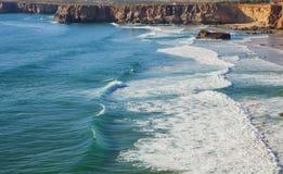 Die Küste von Süd-Portugal, Algarve Region, Atlantik lizenzfreie stockfotos