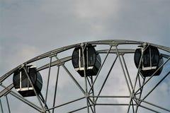 Die Kabine des Riesenrads gegen den Himmel Stockbild