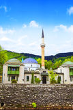 Die Kaiser ` s Moschee in Sarajevo, auf den Banken des Miljacki-Flusses, Bosnien und Herzegowina Lizenzfreie Stockfotos