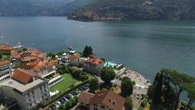 Die Kamera macht Fotos der Landschaft von See Como stock video footage