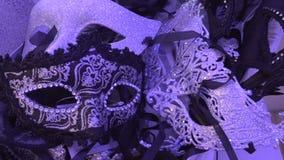 Die Karnevalshalbmaske stock video