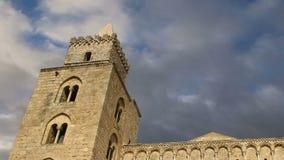 Die Kathedrale-Basilika von Cefalu, ist eine Roman Catholic-Kirche in Cefalu, Sizilien, Süd-Italien stock video footage