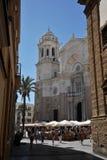 Die Kathedrale des heiligen Kreuzes in der alten Seestadt von Cadiz wird eins von den größten in Spanien betrachtet stockbild