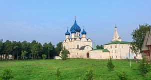 Die Kathedrale des Suzdal der Kreml Russland Geschossen auf Kennzeichen II Canons 5D mit Hauptl Linsen stock footage