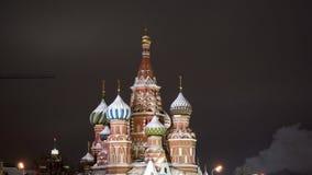 Die Kathedrale St.-Basilikums, Winterabend Moskau, Russland stock video footage