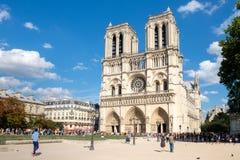 Die Kathedrale von Notre Dame de Paris an einem schönen Sommertag Lizenzfreies Stockbild