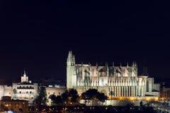 Die Kathedrale von Santa Maria, Palma de Mallorca nachts Stockbild