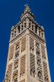 Die Kathedrale von Sevilla und von Giralda stockbilder