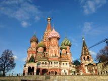 Die Kathedralen-Kirche des Heilig-Basilikums im Roten Platz, Bild-Hintergrund Moskaus, Russland lizenzfreie stockfotos