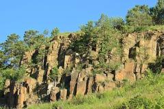 Die Kiefer, die auf Dolerite wuchsen, schaukelt Eine Kraft der Natur Das Ost-Sibirien Stockfoto