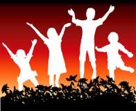 Die Kinder springend für Freude Lizenzfreie Stockfotografie