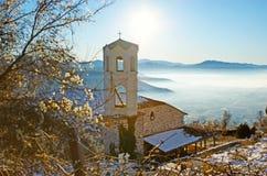 Die Kirche in den Bergen Stockfotos
