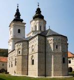 Die Kirche im orthodoxen Kloster Jazak in Serbien Stockbild