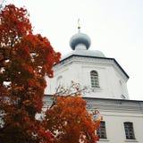 Die Kirche u. das x22; Das Live-Lager Spring& x22; auf dem Vallam Stockfotografie