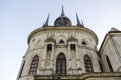 Die Kirche Vladimir Icons der Mutter des Gottes ein berühmtes Monument des Russen des 18. Jahrhunderts pseudo-gotisch im Dorf O lizenzfreie stockfotos