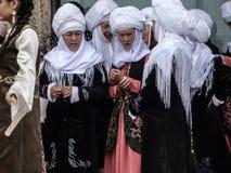 Die Kleidung der Kyrgyz nationalen Frauen Lizenzfreie Stockbilder