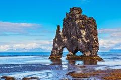 Die Klippe in der Bucht von Huna als Monster Lizenzfreie Stockfotografie
