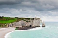 Die Klippen von Etretat in Normandie Stockbild