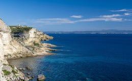 Die Klippen von Punkt Bonifacio und Portusato lizenzfreies stockfoto