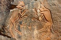 ?Die kämpfenden gravierenden Katzen? - Wadi Mathendous Lizenzfreie Stockbilder